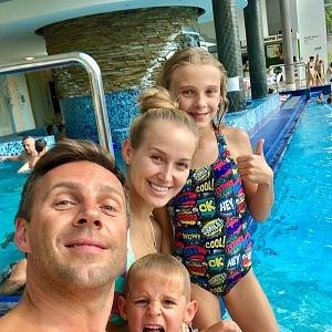 Romanova nová manželka přijala děti jako za své.