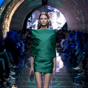 Luxusní závěr módní show