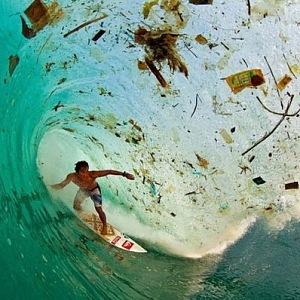 Odpadem zamořené moře.