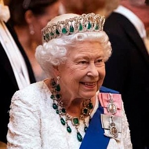 Britská královna rozhodnutí manželů respektuje.