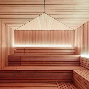 Do sauny se vejde maximálně 24 lidí.