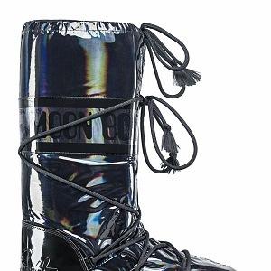 Luxusní zimní boty značky Moon Boot.