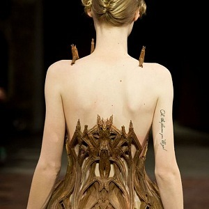 Šaty Iris Van Herpen