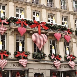 Valentýnské dekorace v Paříži