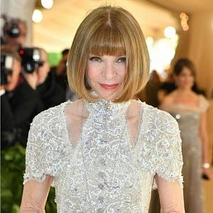 Zakladatelka Anna Wintour, šaty Chanel