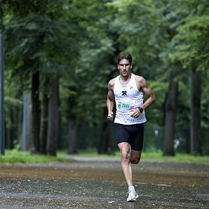David běhá denně.