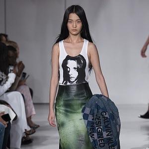 Zajímavá kožená sukně.