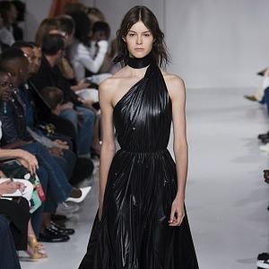 Neodolatelné luxusní šaty.