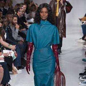 Součástí kolekce je kožené oblečení.