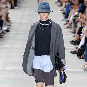 Džínové klobouky jsou žhavým trendem.