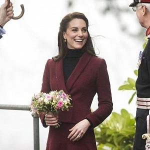 Kate v casual outfitu