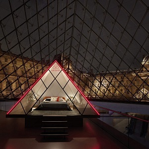 Mini-pyramida v Louvru