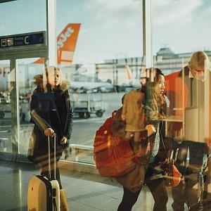 Na letišti bez roušky? To je zřejmě minulost.