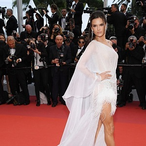 Alessandra Ambrosio - dress Ralph & Russo