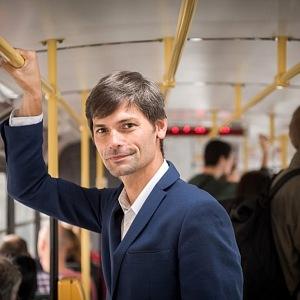 Marek Hilšer není snob, jezdí hromadnou dopravou.