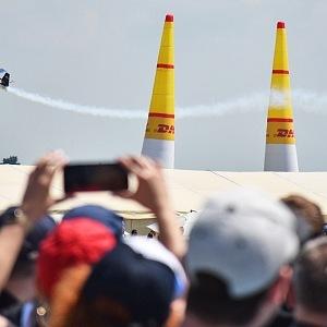 Závod Red Bull Air Race Demo.