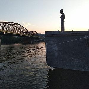 (A)Void Floating Gallery při západu slunce.