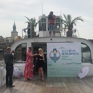 Světový festival qipao se uskutečnil na Vltavě