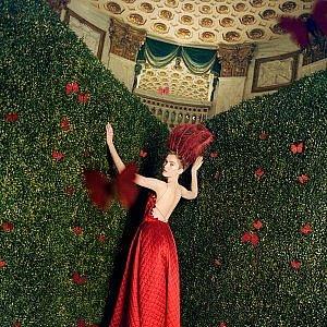 Dokonala červená róba z dílně Christian Dior.