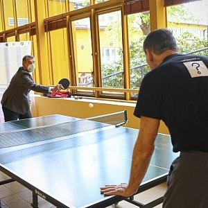 Andrej Babiš hraje ping pong