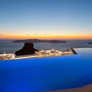 Romantic pool in the area of the hotel Grace Santorini