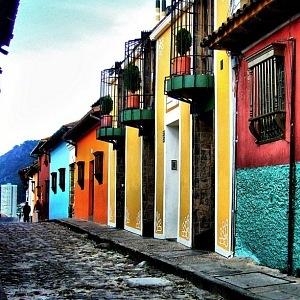 Bogota La Candelaria, barevné domečky