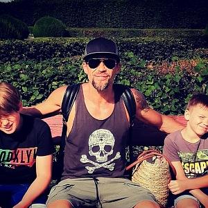 Se svými dvěma syny.