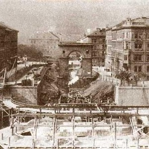 Bourání řetězového mostu (dnešní most Legií)