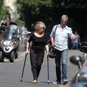 Brigitte Bardot na ulici s mužem