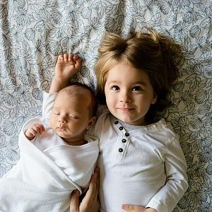 Některé matky si myslí, že by se děti měly virem nakazit.