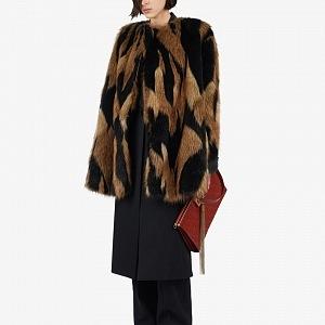 Hravé barvičky od Givenchy, které doplní každý outfit.