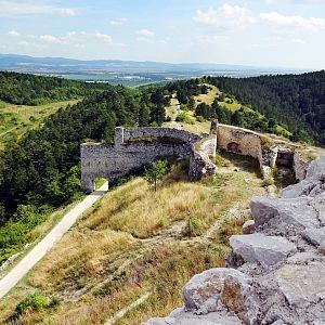 Z Čachtického hradu zbyla jen zřícenina