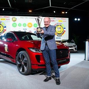Ian Callum, ředitel designu společnosti Jaguar přebírá cenu