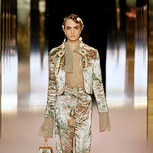 Cara Delevingne na přehlídce Fendi Couture SS2021