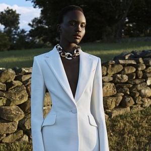 Elegantní bílý kostýmek