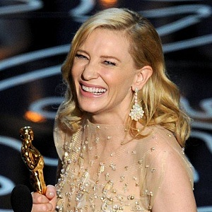 Cate Blanchett se soškou Oscara