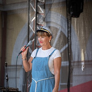 Petra Černocká ráda zpívá.