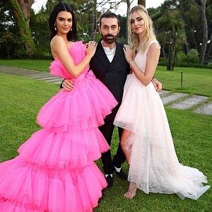 Kendall Jenner, Chiara Ferragni - šaty Giambattista Valli