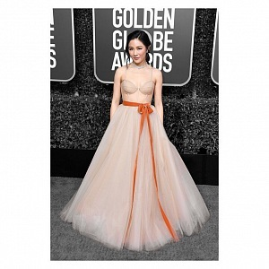 Constance Wu, dress Vera Wang