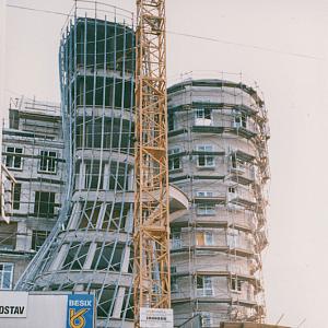 Stavba.