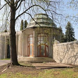 Ďáblický hřbitov ve stylu kubismu
