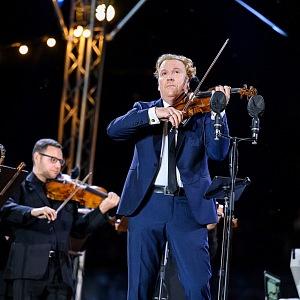 Daniel Hope hraje na housle