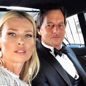 Daniela Peštová s Pavolem Haberou jedou v autě