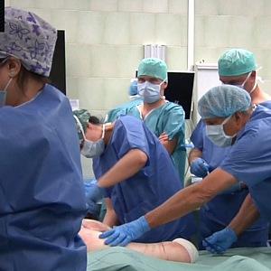 Lékaři u operace Daniela.