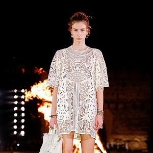 Romantická bílá, Dior Cruise 2020