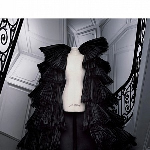 Černý model z kolekce Dior Fall 2020 Haute Couture