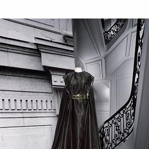 Černé šaty s přepásáním z kolekce Dior Fall 2020 Haute Couture