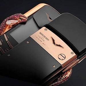 Vertu Signature Cobra, detail