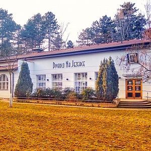 Divadlo na Jezerce