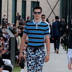 Muž v modelu Dolce & Gabbana Spring Summer 2021